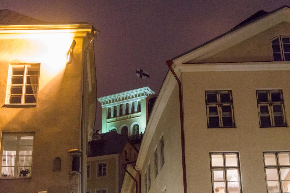 Вечерний Таллин. Подсветки старых зданий много в городе. И это здорово.