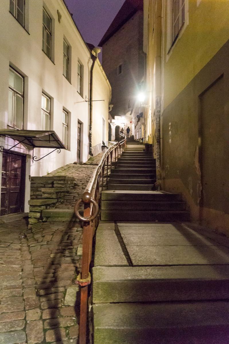 Вечерний Таллин. Улица Люхике-Ялг. К Верхнему городу.