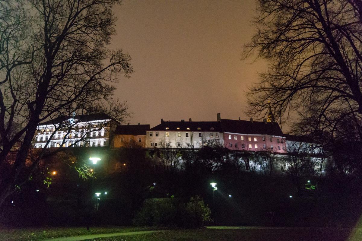 Вечерний Таллин. Вид на Верхний город от пруда Шнелли.