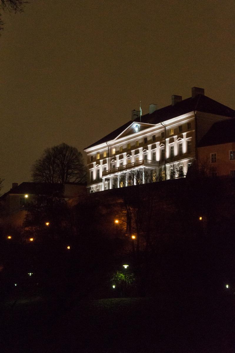 Вечерний Таллин. Вид на дом Стенбока от пруда Шнелли.