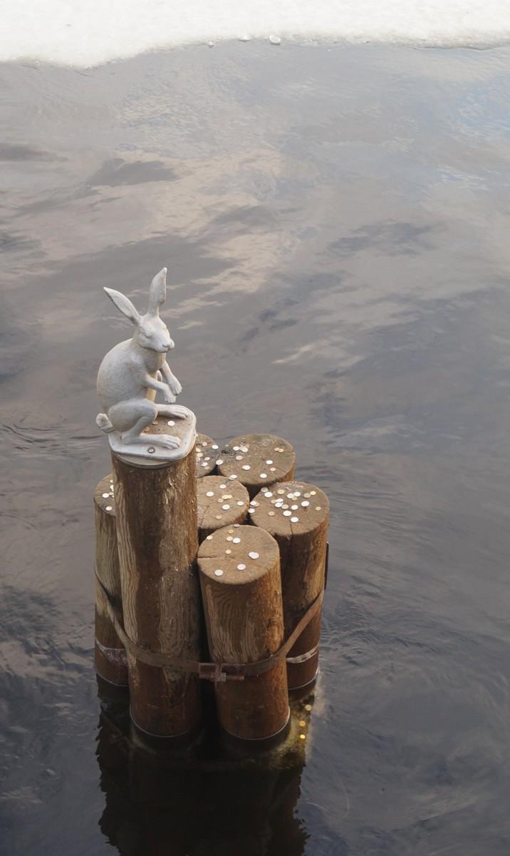 Заяц у Иоанновского моста.