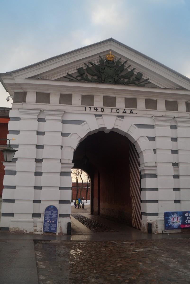 Иоанновские ворота Петропавловской крепости.