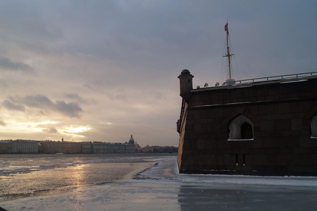 Санкт-Петербург. На Неве. У Нарышкина бастиона Петропавловской крепости.