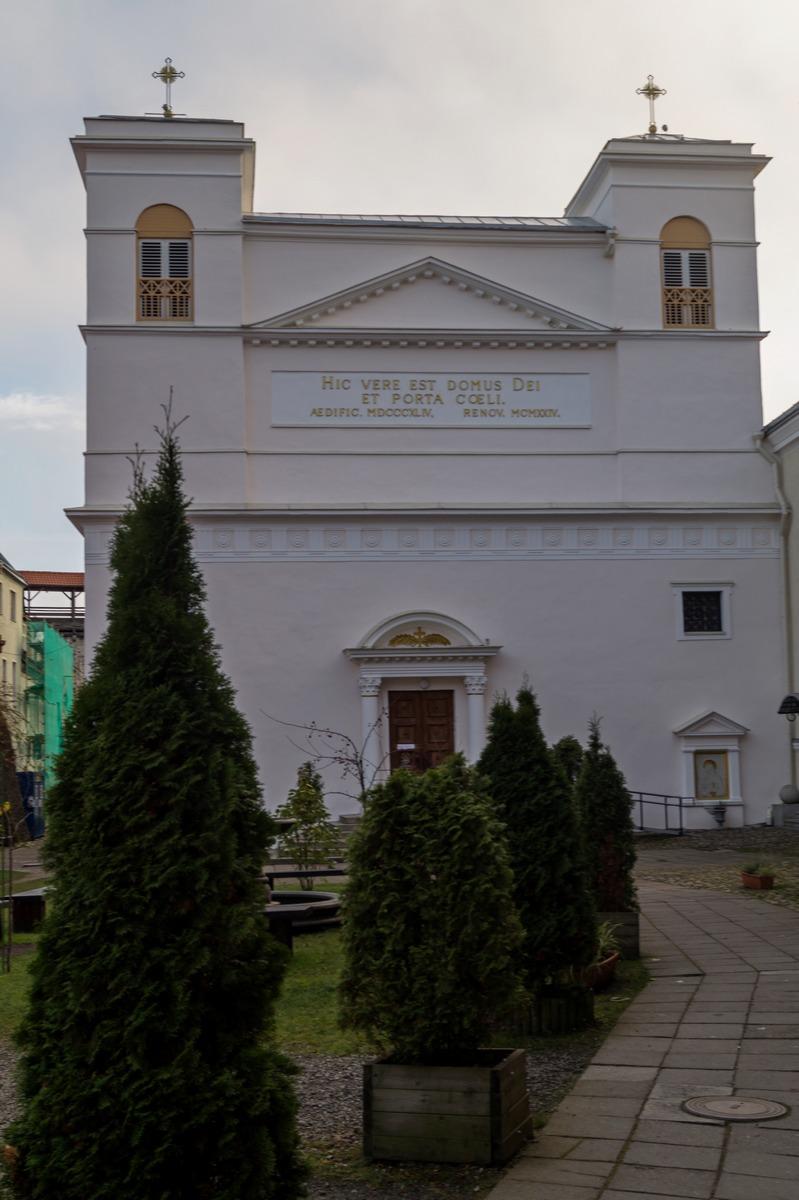 Таллин. У католического собора святых Петра и Павла.