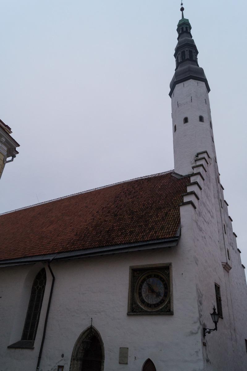 Таллин. У церкви Святого Духа.