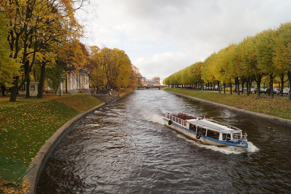 У Михайловского сада. Вид на реку Мойку с 1-го Садового моста.