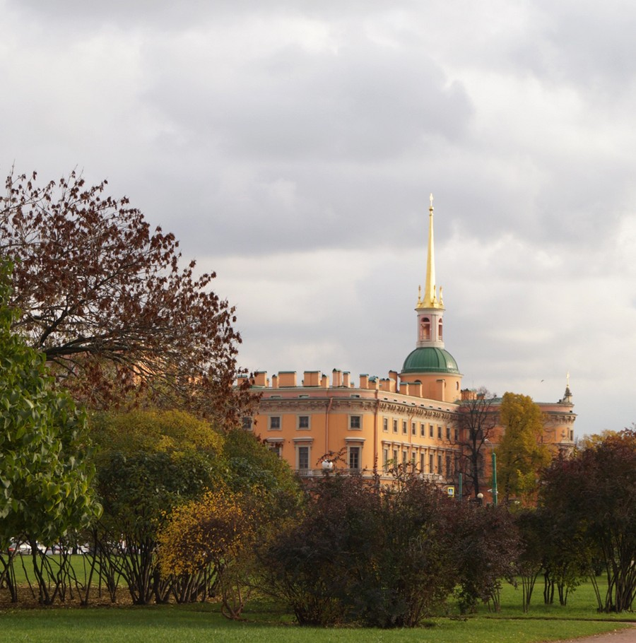 Санкт-Петербург. Вид на Михайловский замок с Марсова поля.