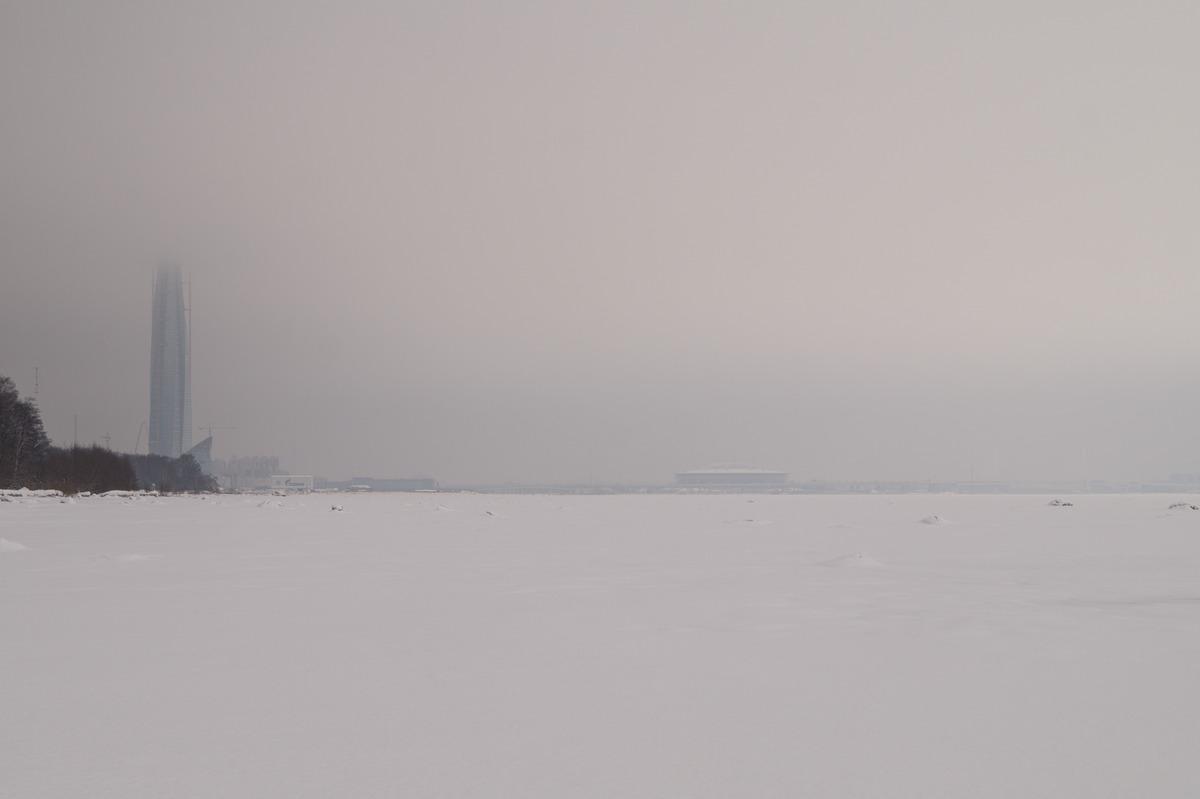 Ольгино. На Финском заливе. Вид на берег и Лахта-центр. И немного город вдали.