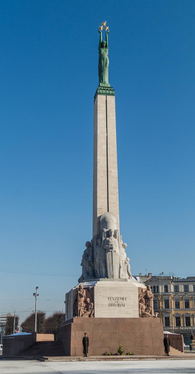 Рига. Памятник Свободы.