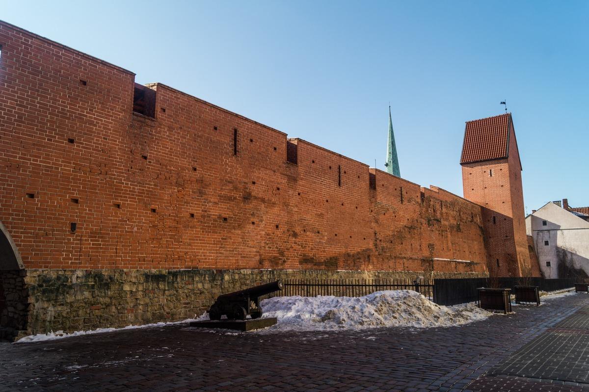 Рига. Крепостная стена на улице Торня.