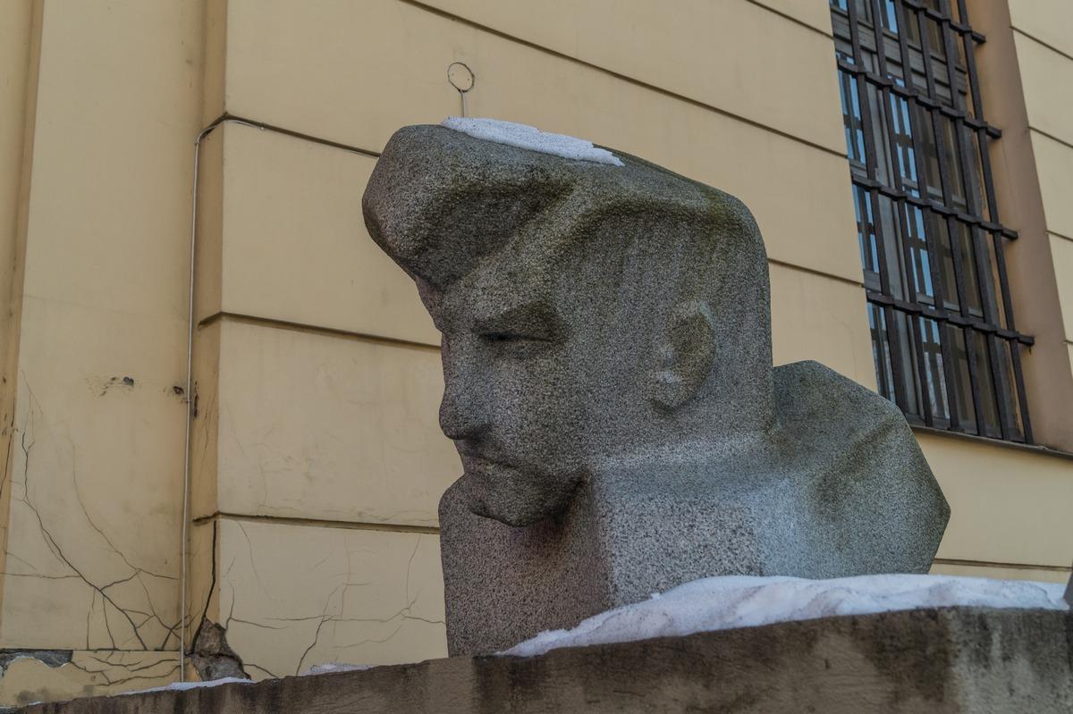 Рига. Галерея искусств у Арсенала. Леа Давыдова-Медене. Портрет Иманта Зиедониса.