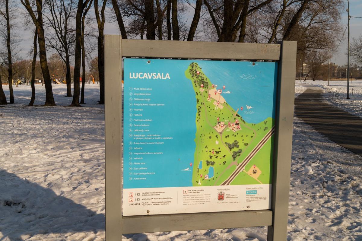 Рига. У Островного моста. У парка отдыха на острове Луцавсала.
