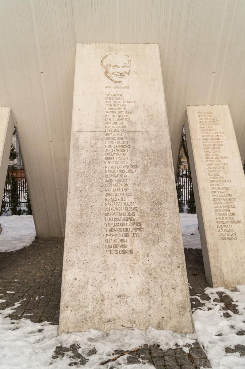 Рига. Памятник Жанису Липке и другим праведникам мира Латвии.